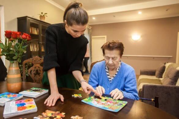 Занятия в Москве с пожилыми с деменцией